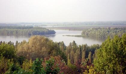 Látkép a Dunáról Dunaújvárosban